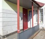 Вход справа с торца в офисы Пермяночки